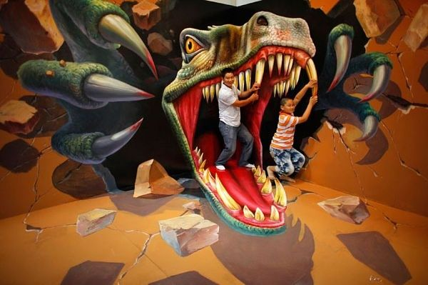 im Maul eines Dinosauriers