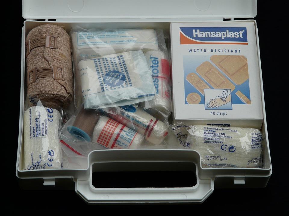 first-aid-kit-erste-hilfe-kasten