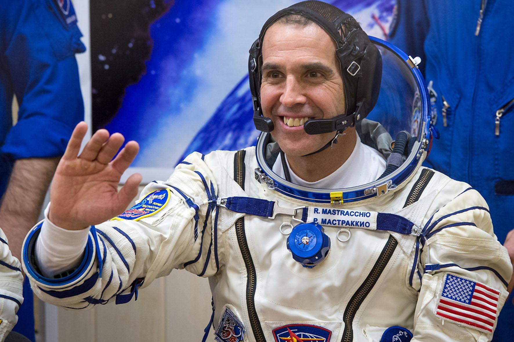 An der Bord der ISS ist auch der amerikanische Astronaut Rick Mastracchio (USA).