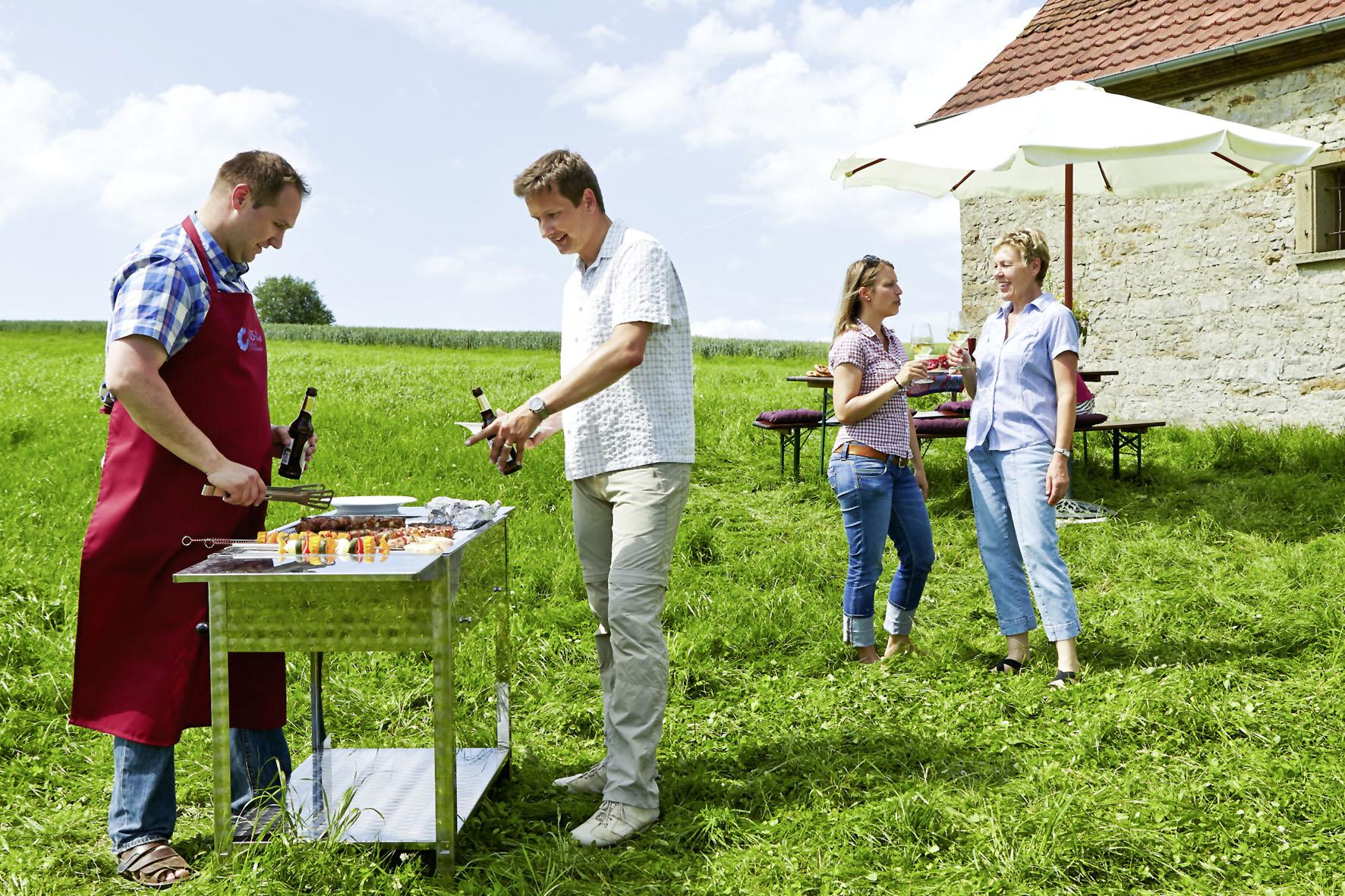 Im Freien Gartenparty feiern - so genießt man den Sommer von seiner schönsten Seite.