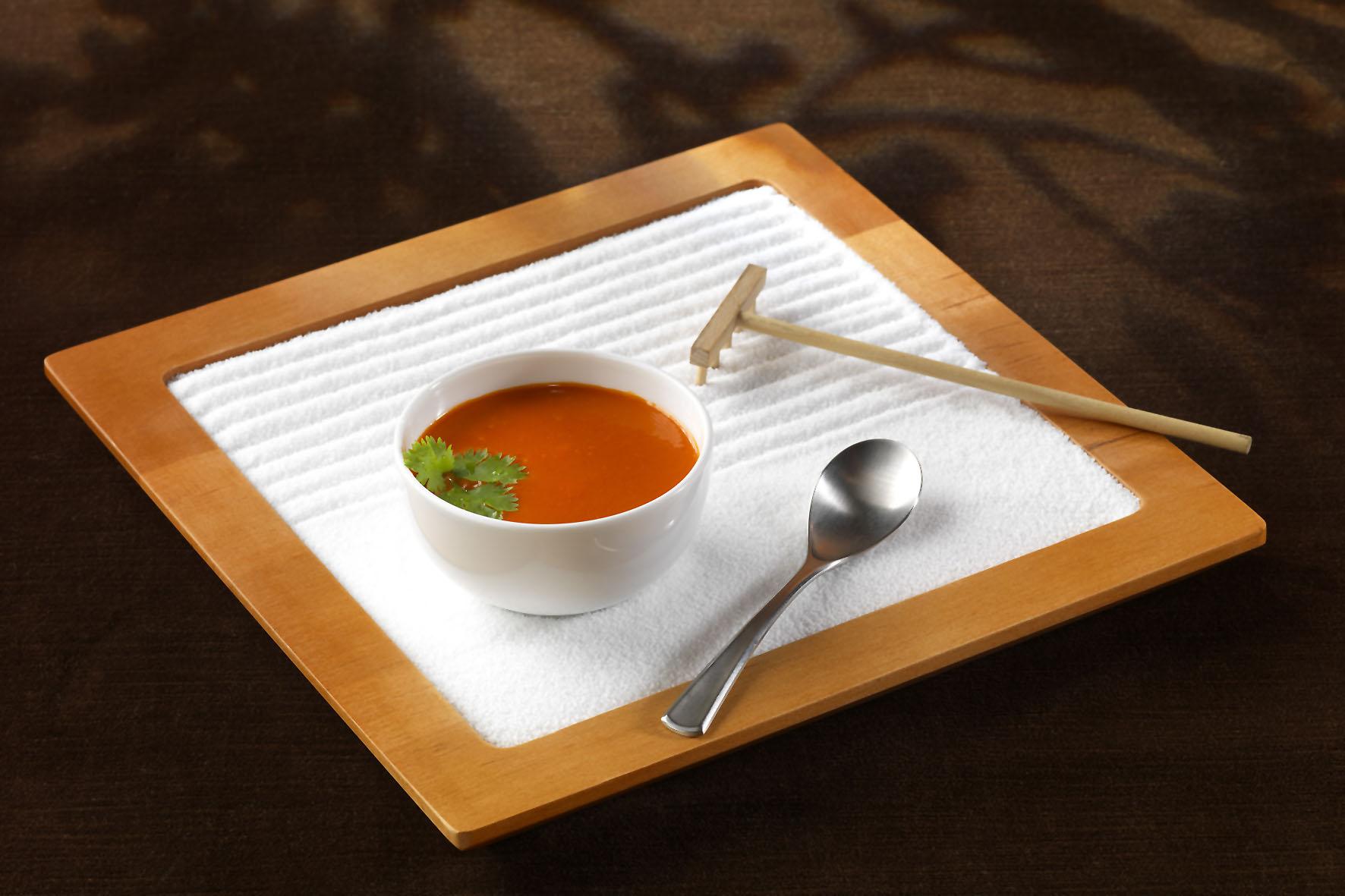 Gerichte wie eine Gemüsesuppe liefern Sportlern die richtige Energie ohne den Körper zu belasten.