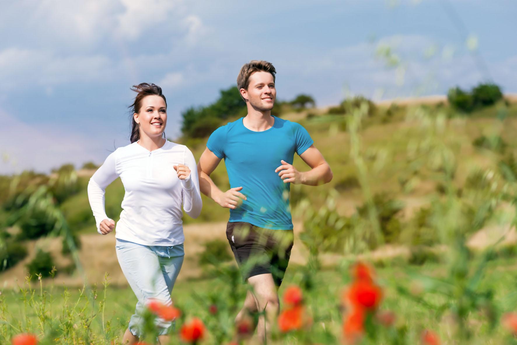 Für eine optimale Leistungsbereitschaft sollte die Basisernährung von Sportlern leicht und kohlenhydrathaltig sein.