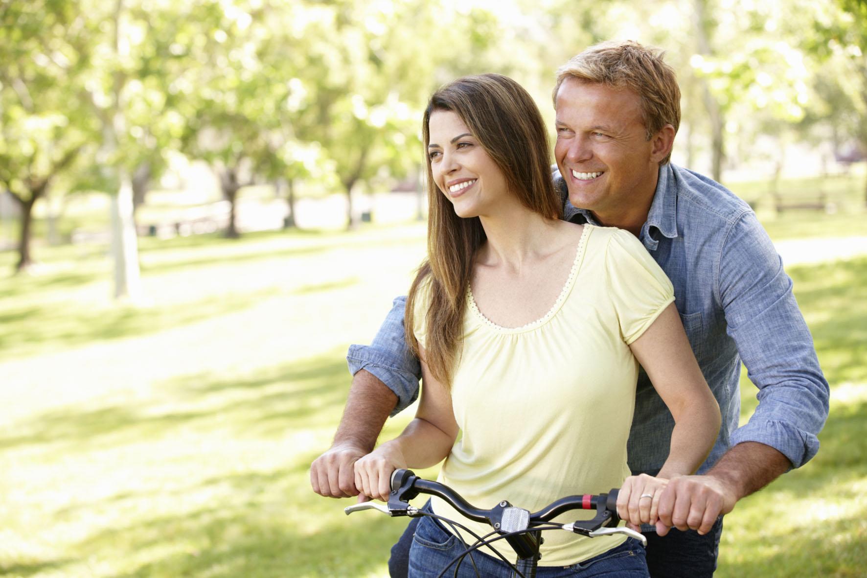 Eine glückliche Partnerschaft ist für die meisten Männer sehr wichtig. Bei Problemen mit der Libido kann eine Testosteron-Substitution helfen. Testosteron schenkt Männern Muskelkraft und Lebensfreude.