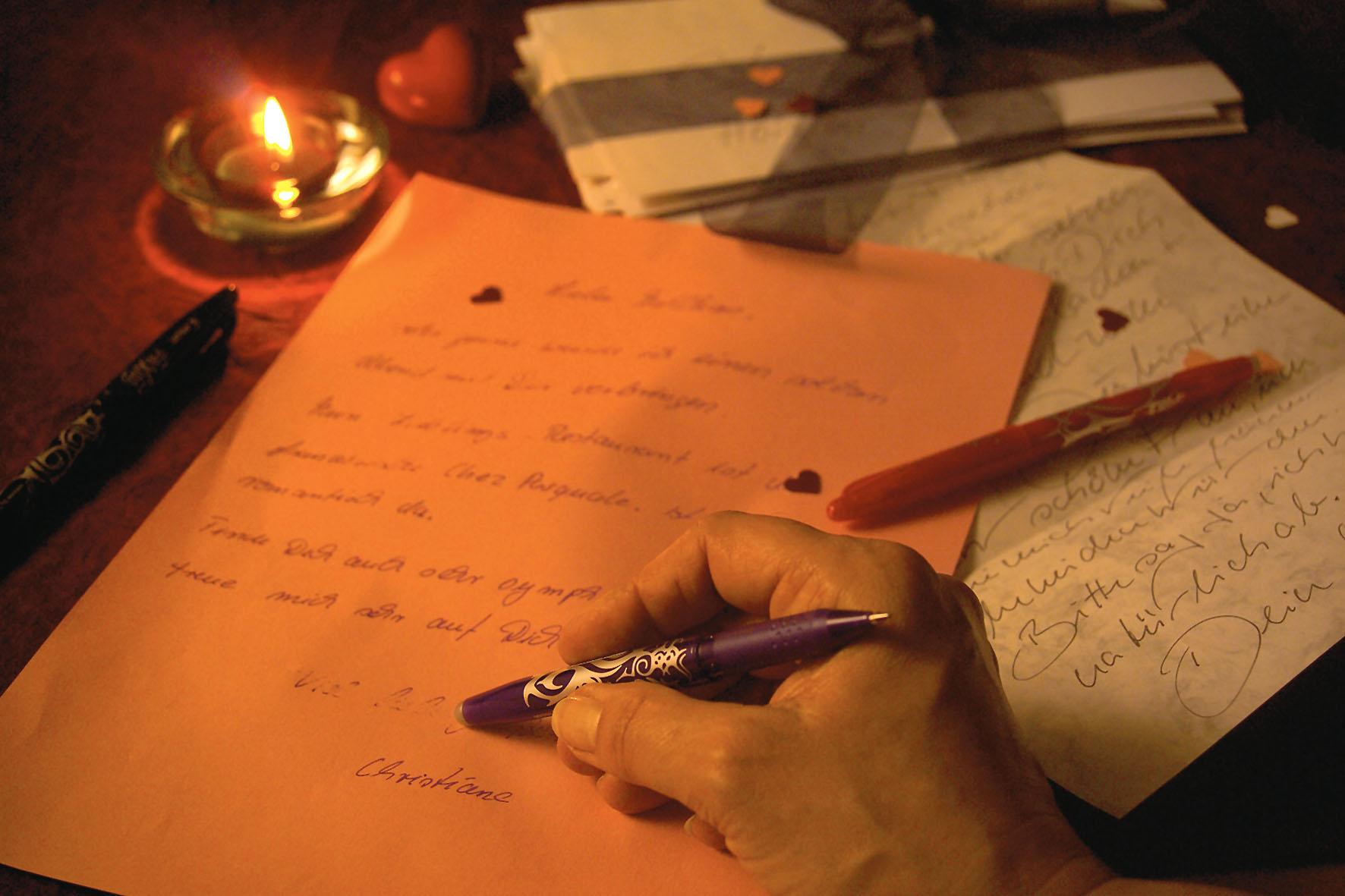 Persönliches besser mit der Hand schreiben. Der Trend geht zu Briefen mit individueller Note