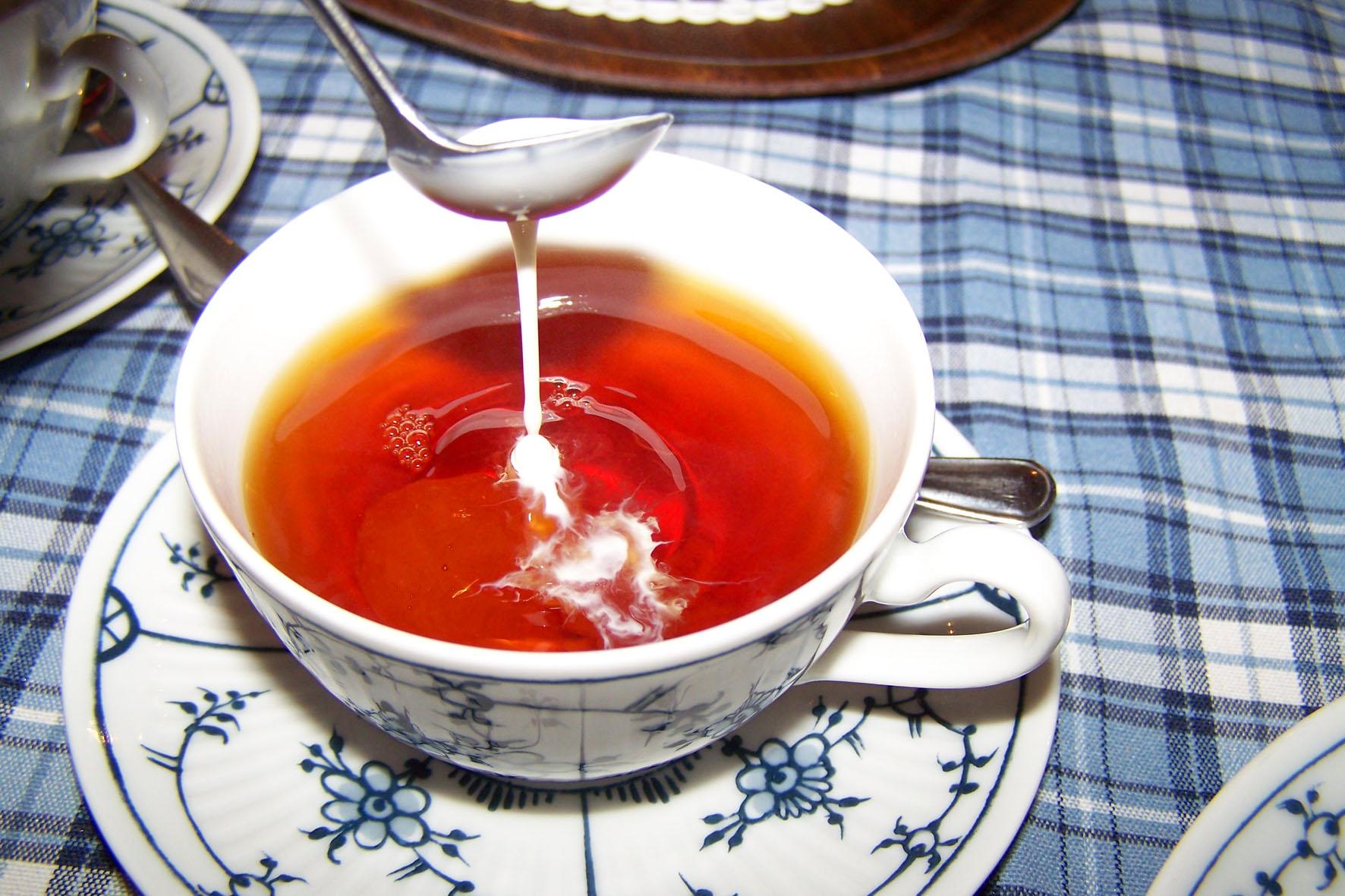 Eine Teezeremonie auf ostfriesische Art steht für Gastlichkeit und Entspannung.