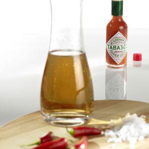 In bis zu drei Jahren Reifezeit erhält der Chilisud seinen feurigen Geschmack.
