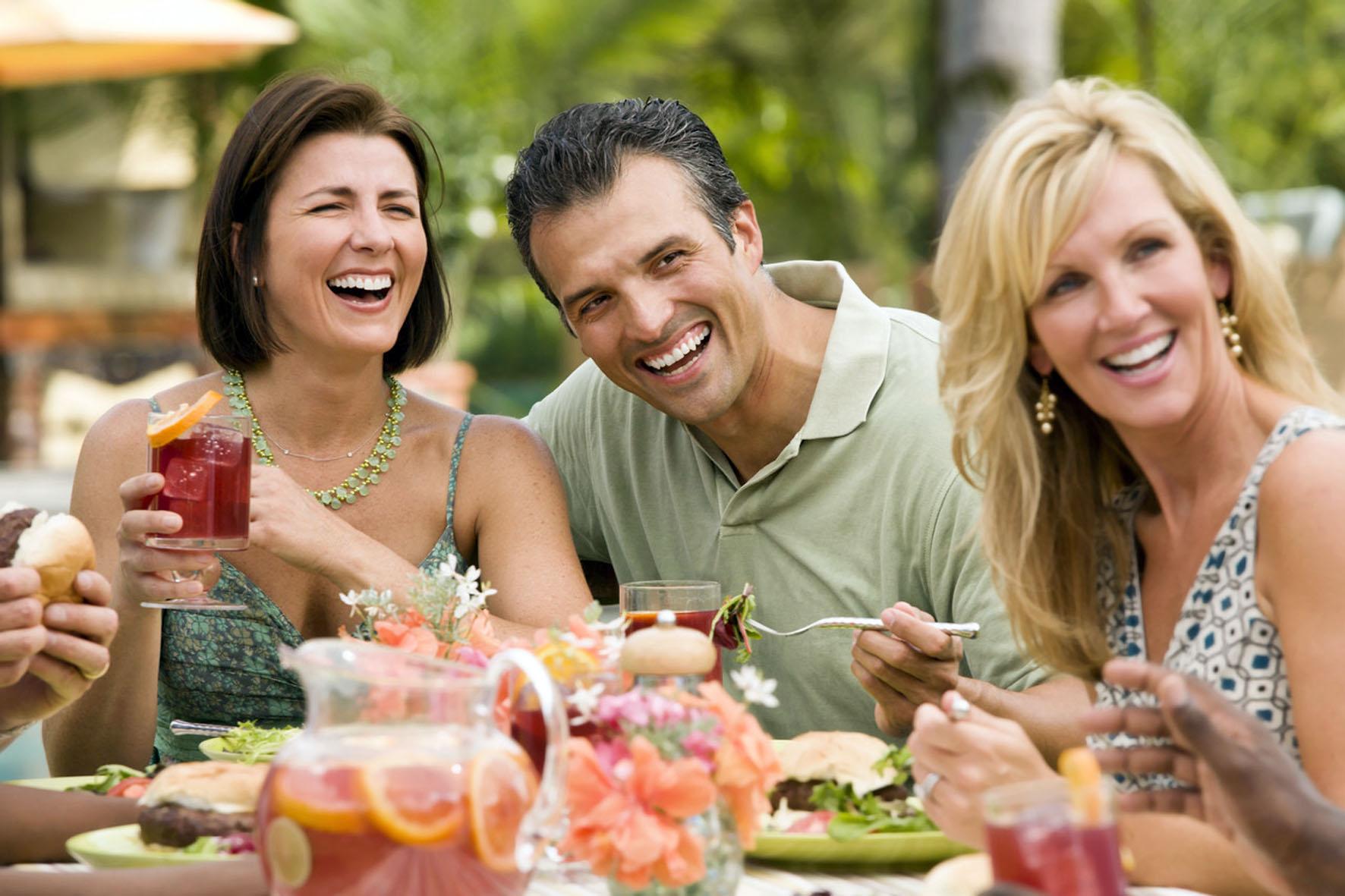 Wer trotz kontrollierten Essverhaltens nicht abnimmt, sollte den Kaloriengehalt von Getränken im Auge behalten.