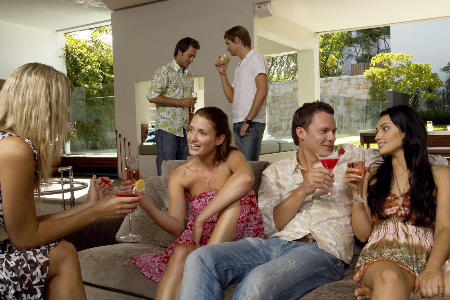 Schweißflecken und stechender Geruch sollten tabu sein, wenn man mit seinen Freunden eine Party feiern will
