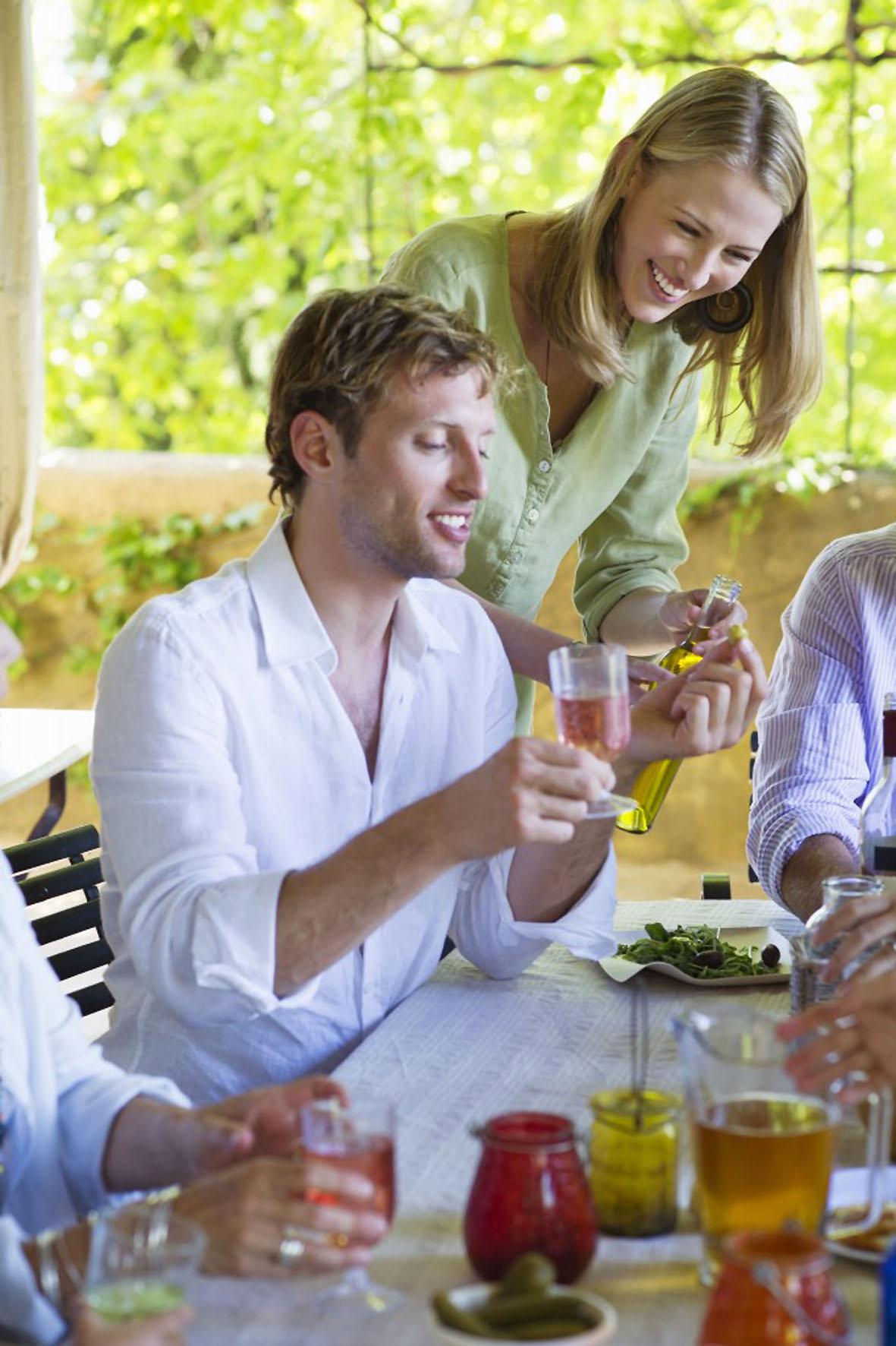 Den einen oder anderen Cocktails gemeinsam zu mixen, sorgt für einen kreativen Abend.