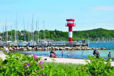 Erholungsuchende, sportliche Aktive und Familien: Beim Badevergnügen an der Ostsee kommen alle auf ihre Kosten.