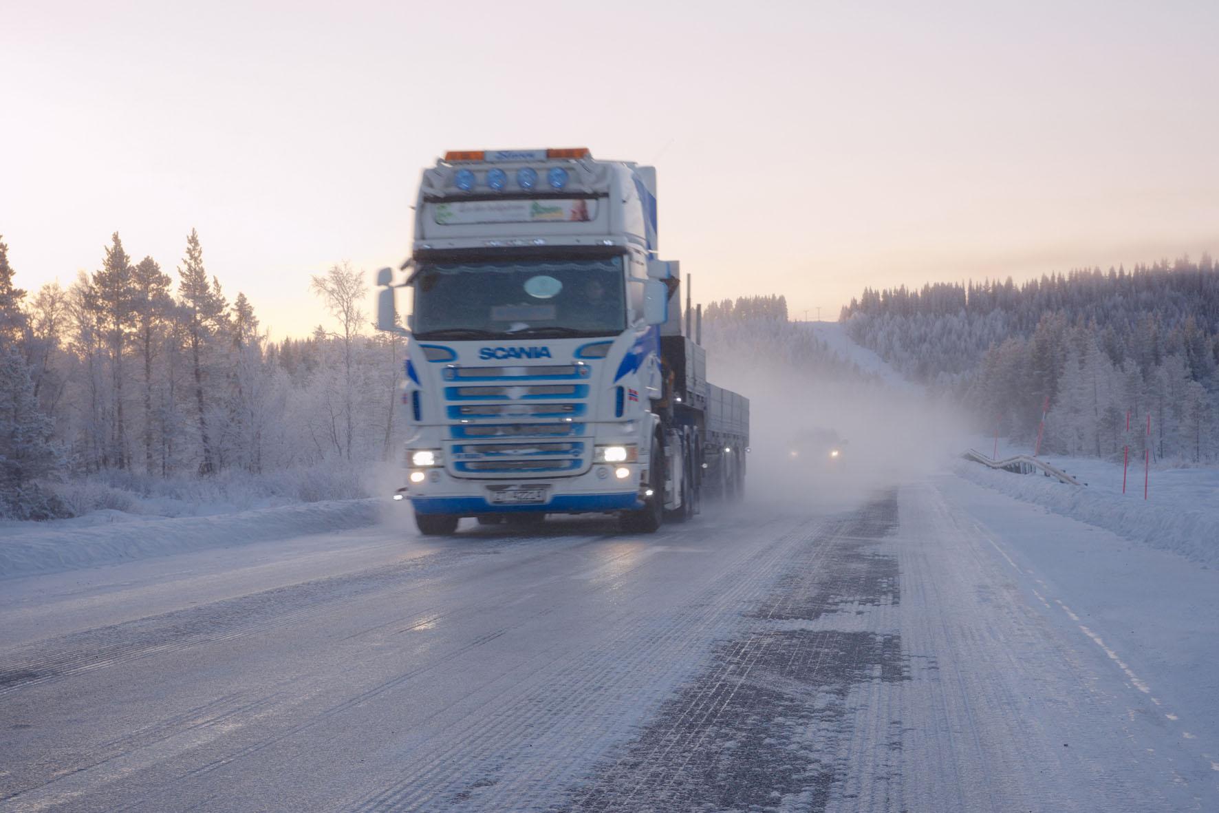 auch LKWs mit Winterreifen