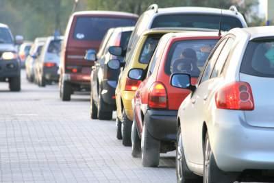 Dichte Strassen am fruehen Morgen, Fahrgemeinschaften bilden und das Geld sparen
