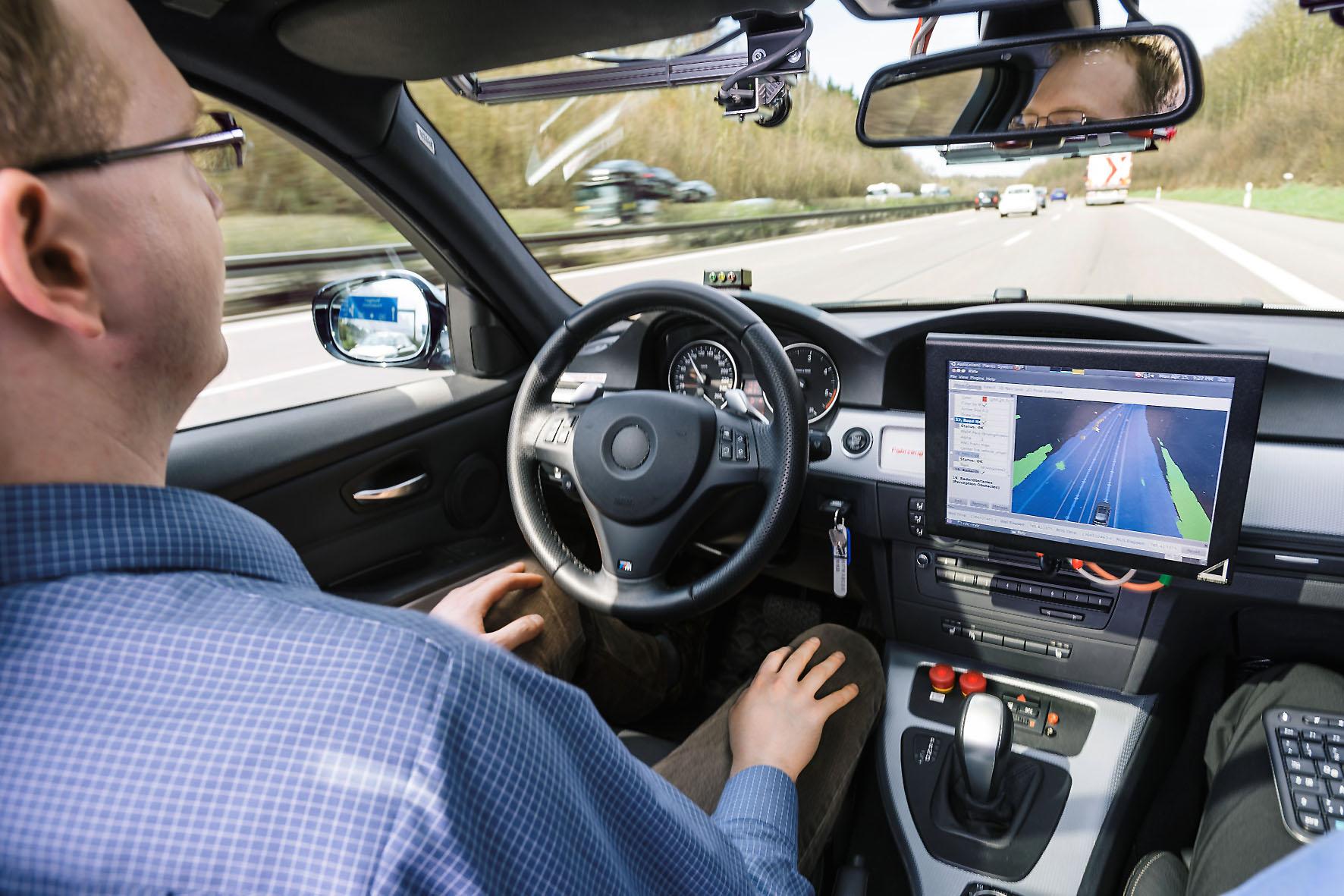 Fahrerassistenzsystemen Tests auf bundesdeutschen Autobahnen