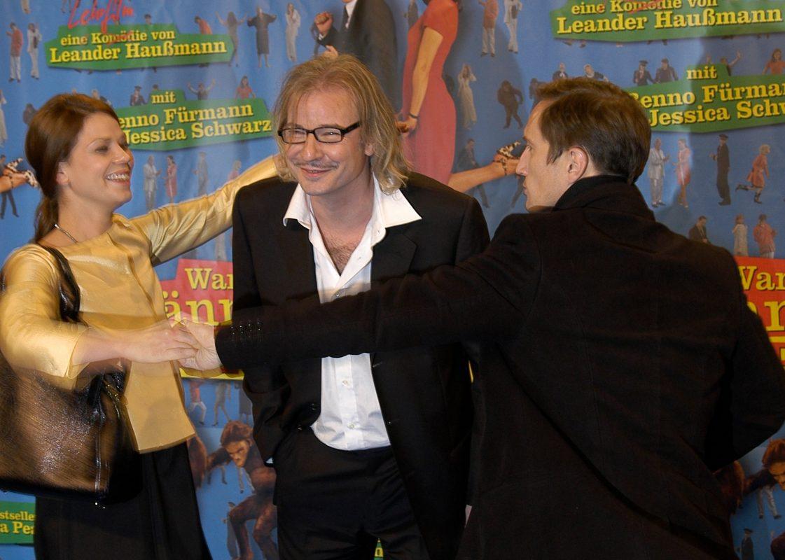 Regisseur Leander Haußmann (Mitte) mit den Schauspielern Jessica Schwarz und Benno Fürmann.