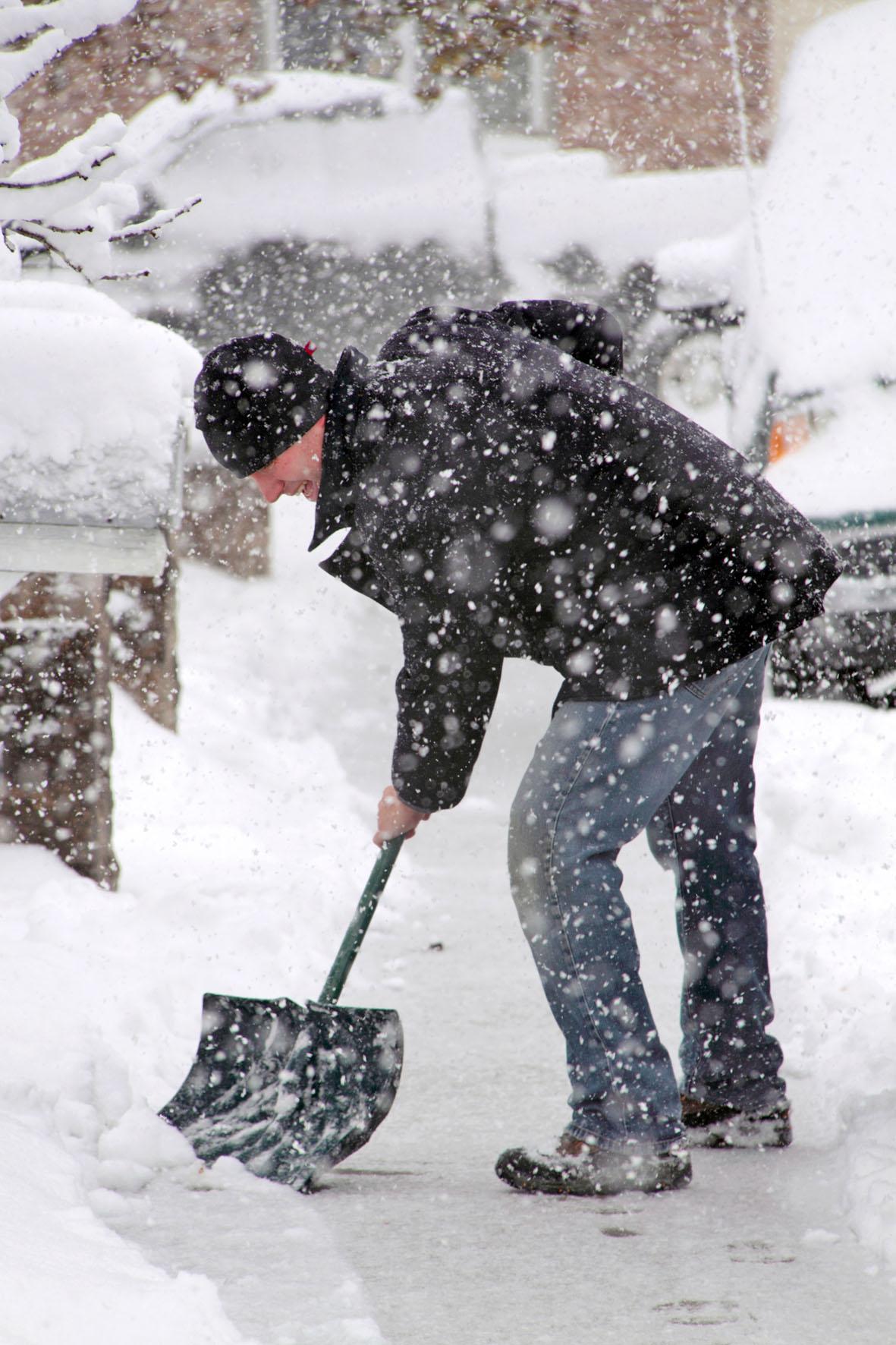 Die Pflicht für das Schneeräumen kann vom Vermieter auf den Mieter übertragen werden.