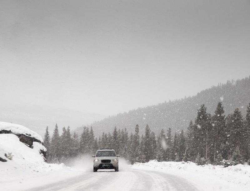 Winter Fahrt durch den Schnee