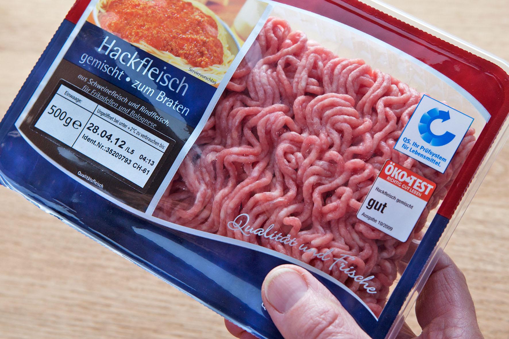 Hackfleisch kann bis zum Verbrauchsdatum verzehrt werden - sofern es durchgehend gekühlt ist.