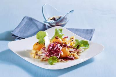 Ein Apfel-Pflaume-Cranberry-Dressing