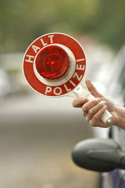 halt polizei Verkehrskontrolle