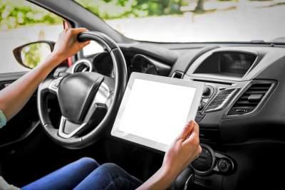 Immer mehr Assistenzsysteme unterstuetzen die Autofahrer