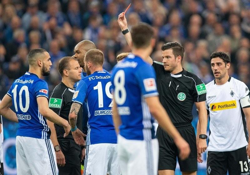 Fußball Schalke-Stadion-Spieler